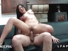 Milf asiat aux gros seins baisee dans tous les sens pour son casting porno amat