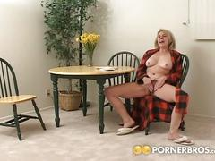 Sexy blonde has girl friend's pussy for breakfast