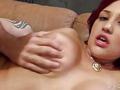 Skillful horny bombshell giving head