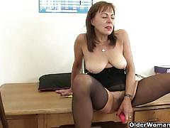 Hairy pussy grannies masturbates nicely in solo.