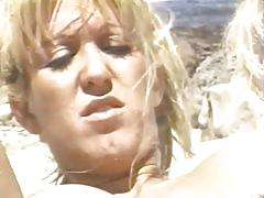 Sex hawaiian style - scene 2