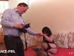 Mature aux gros seins sodomisee et fistee pour son casting porno amateur