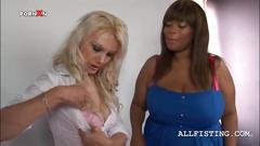 Tempting  blonde  licks a lesbian bbw ebonys tits