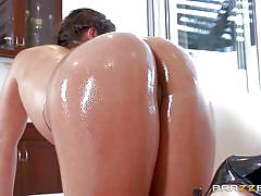 Oiled ass is so tempting