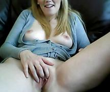 Hot blonde play wit pussy (no sound)