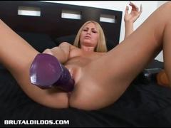 Horny larin huge toy masturbation