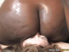 Aurora snow gets fucked by a black lesbian