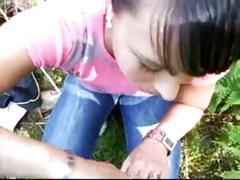 Nena con carita inocente peteando como experta