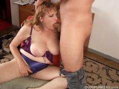 Beautiful big tits milf gives a great blowjob
