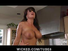 Horny brunette milf lisa ann invites worker in for food and pussy