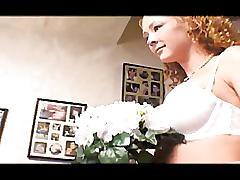 Rousse suce et baise juste après son mariage