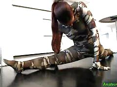 Flexible kamasutra babe gets fucked and cumshot on pussy