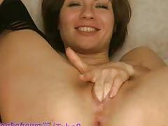 Short haired milf fucks 4 fingers