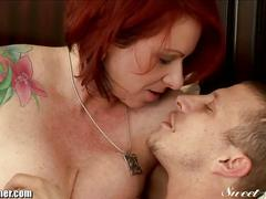 Tattooed milf kylie rides yong cock