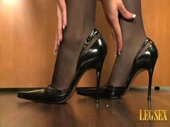 Mrs. perez in pantyhose - part 1