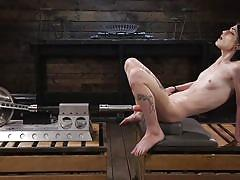Beautiful alternative babe finds the right spot with a fucking machine