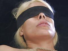 Hard whipping and anal fuck made her feel so good
