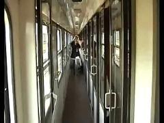 Loirinha safada trepando com namorado no trem