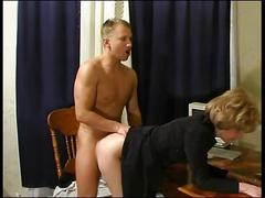 Russian milf gets oral
