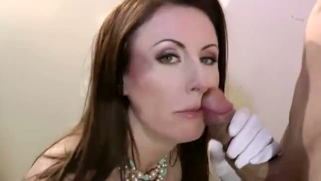 Mature slut gets fucked in the hallway of her house