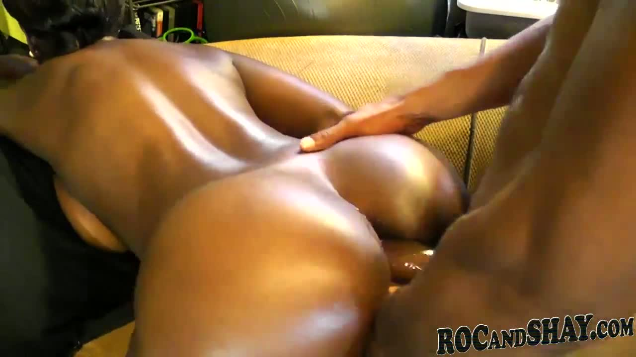 Sexy black girl fucks with her shaking booty.