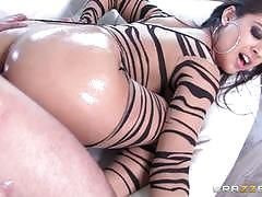 Oil and nylon pussy fucking for stunning babe jynx maze