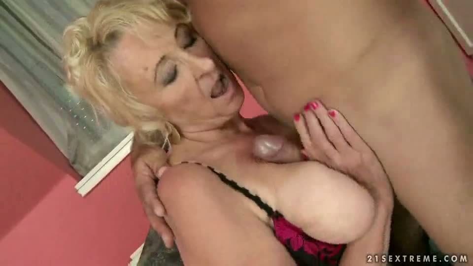 Busty granny does titjob and gets fucked