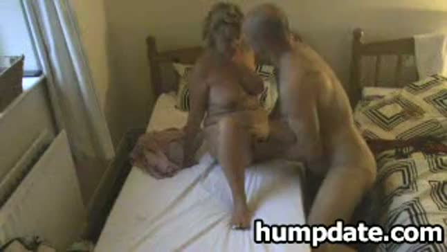 Horny milf gets her horny pussy fingered