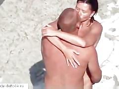 Amateur sex on the beach