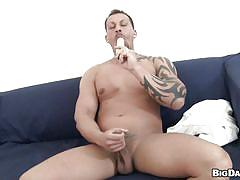 Hunk mouth fucked for a money