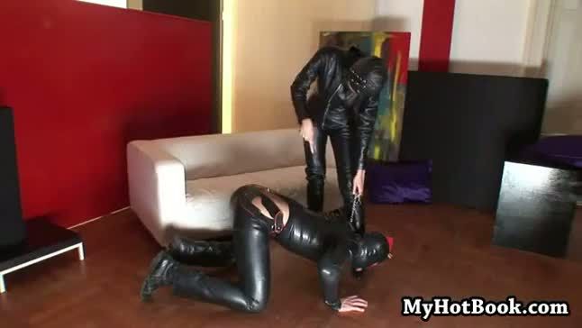 Heres a mistress that is heavy into leather  rubb