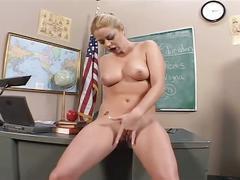 Flirty blonde whore opens wide