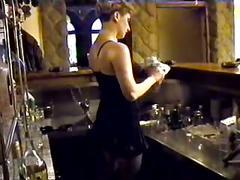 Pohotna konobarica serbian