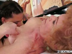Old hairy pussy licked by young babe