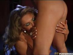 Lesbian babes mouth to pussy action