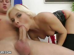 Horny blonde bitch lisa opens ass for hot rod stuffing