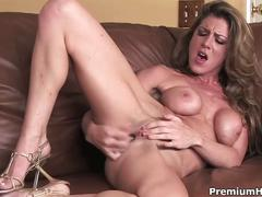 Sizzlling sexy naked lady jessica jaymes plays all alone in hd