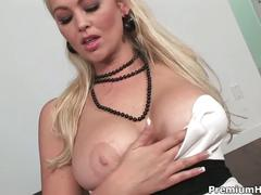 Drunk blonde abbey brooks fingers her pussy and uses a dildo