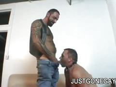 Horny tattooed bear drills friend