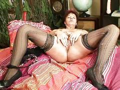 Stunning amateur red headed milf fingers and then toying on bed