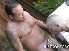 Beefy tattooed dude gets his cock pleased