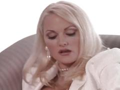 Guy seducing an hot blonde for an threesome