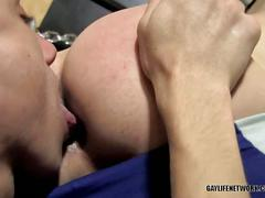 Two skinny twinks fucking hard hot guy