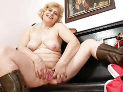 Horny mature mom masturbates on cam