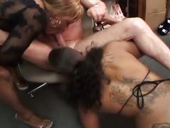 Two ebony gals go over to white guy's office to suck his dick