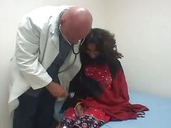Indian babe fucks her horny doctor