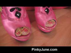 Pinky june pussy smoking fetish video!