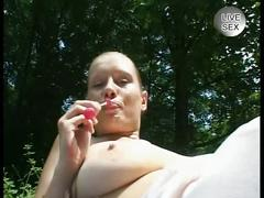 Amateur masturbates and let guy play in forest