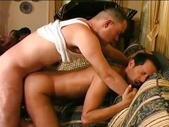 Cute amateur fuckers milking huge cocks in hot threeway ramming