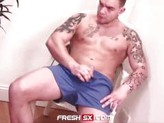 Tattooed straight andy lee masturbates with fleshlight